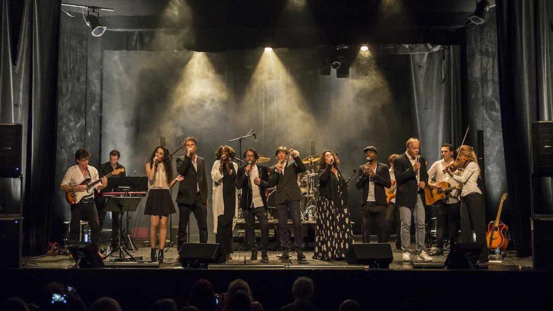 10 artistes unissent leur voix.